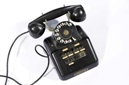 Téléphone ancien by Frédéric BISSON via https://www.flickr.com/photos/zigazou76/7670174434/ Creative Commons License