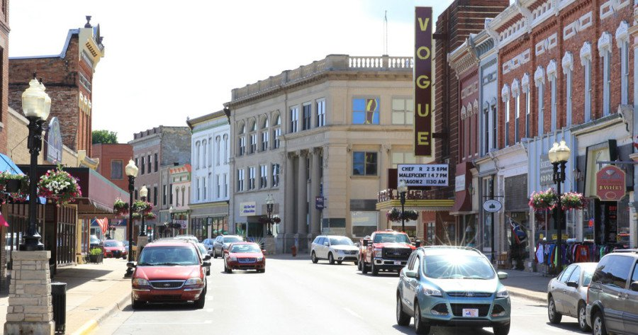 Downtown-Manistee-900x473.jpg
